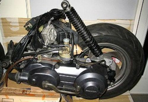 Подшипники и сальники редуктора Honda LEAD-100 JF06E